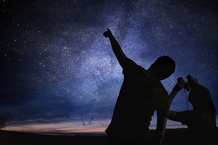 Ein Blick in den Nachthimmel und man sieht Milliarden Jahre Geschichte.