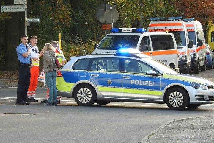 Polizei, Rettungswagen und Feuerwehr sind in Wurzen vor Ort.