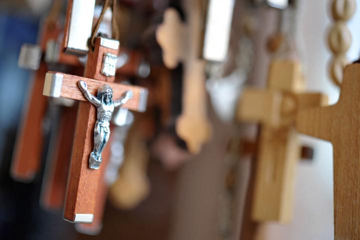 In der Verwaltung der katholischen Kirche sollen Frauen gefördert werden. (Symbolbild)