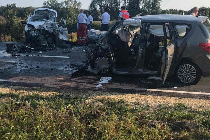 Ein 75 Jahre alter Hyundai-Fahrer wurde bei dem Unfall auf der B8 tödlich verletzt.