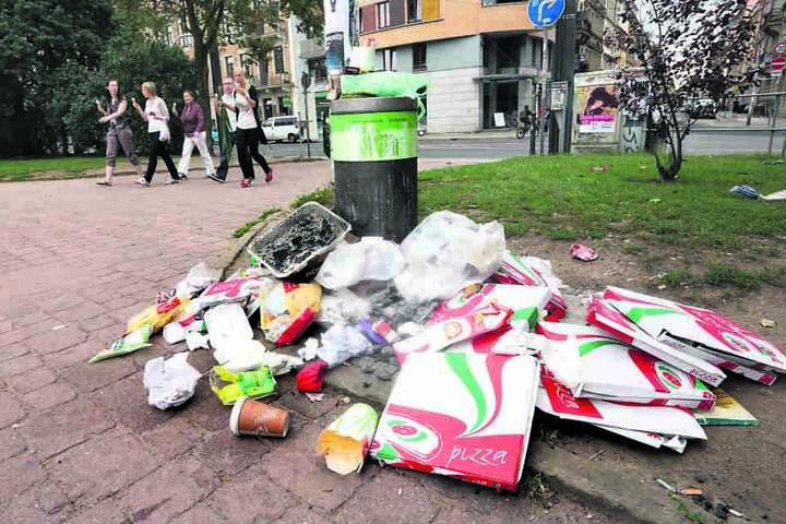 Ein fast normaler Anblick. Müll stapelt sich im Alaunpark vor allem an  schönen Tagen.