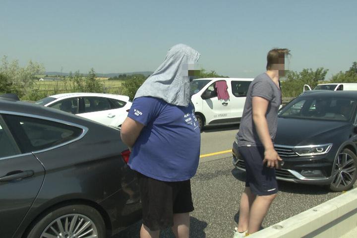 Die im Stau feststeckenden Verkehrsteilnehmer mussten in der brütenden Hitze ausharren.