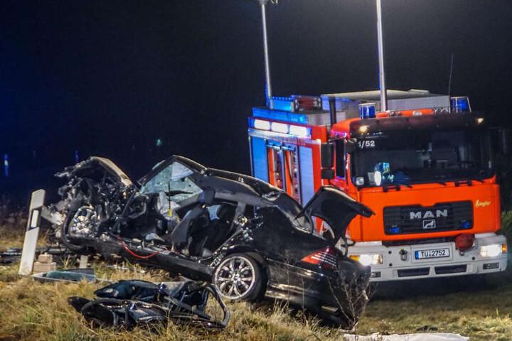 Die drei Insassen des Mercedes wurden beim Aufprall schwerst verletzt.