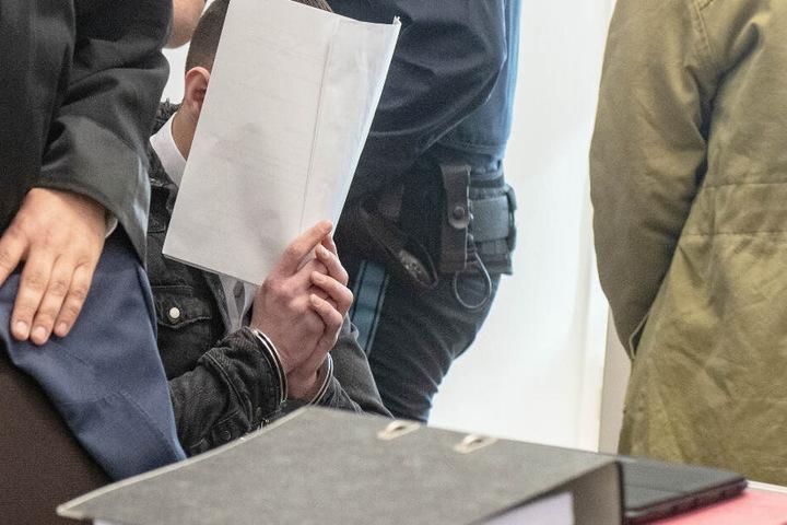 Das Amtsgericht Amberg will am Freitag die Urteile gegen die vier angeklagten Männer verkünden.