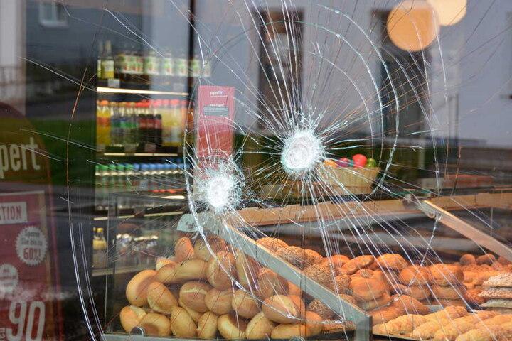 Zuvor hatte der afghanische Flüchtling in der Bäckerei-Filiale randaliert, sogar mehrere Menschen angegriffen.