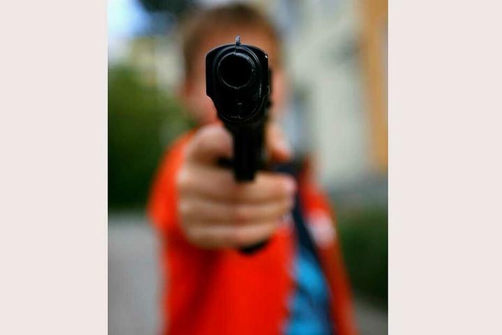 Bei den Waffen, die die Schüler dabei hatten handelte es sich lediglich um Spielzeugpistolen (Symbolbild).