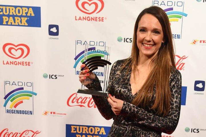 Kebekus bekam den Award am Freitagabend in Rust verliehen.