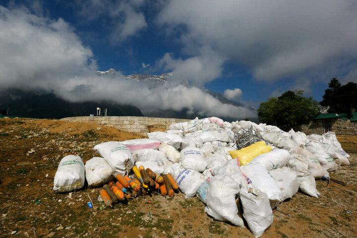 So sollte es aussehen. Dieser gesammelte Müll wird zum Recycling nach Kathmandu geschickt.