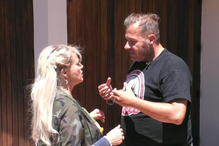 Willi Herren (rechts) sorgt für neuen Gesprächsstoff im Sommerhaus der Stars.