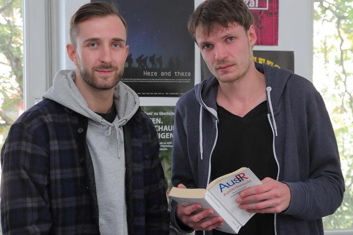 Thomas Hoffmann (29, links) und Mark Gärtner (27) vom Sächsischen Flüchtlingsrat.