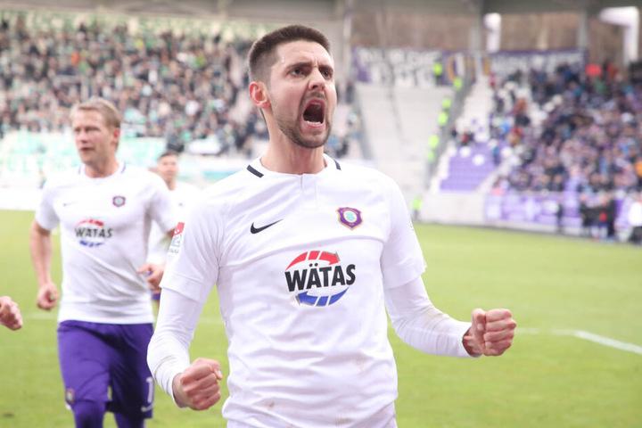 """Will treffen, """"damit keiner mehr meckert"""", sagte Dimitrij Nazatov diese Woche. Er ist mit sieben Treffern erfolgreichster Auer."""
