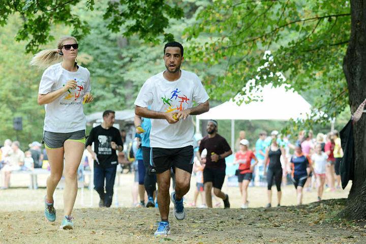 Diese Läufer drehten im Waldpark Blasewitz Runden für notleidende  Flüchtlingskinder.