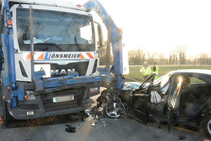 Der Mercedes war nach dem Crash nur noch Schrott.