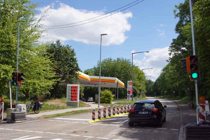 An der Kreuzung wurde am Montag eine provisorische Ampel eingerichtet.
