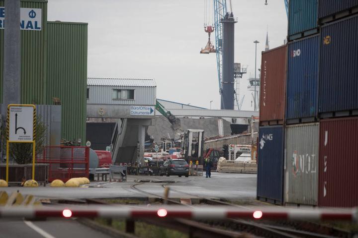 Der Arbeitsunfall geschah beim Abriss einer alten Halle auf dem Kleinen Grasbrook im Hamburger Hafen.