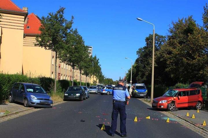 Während die Polizei den Unfall aufnahm, war die Breitscheidstraße in Dresden Dobritz voll gesperrt.