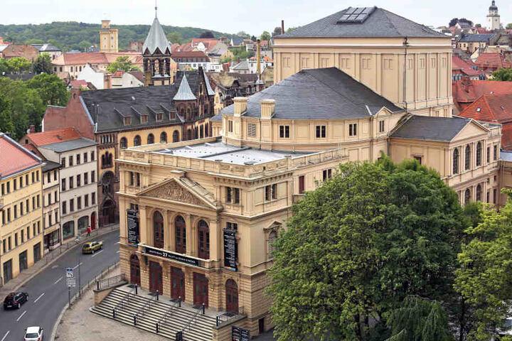 Ein Ensemblemitglied des Altenburger Theaters wurde von einer Horde junger Erwachsener angepöbelt.
