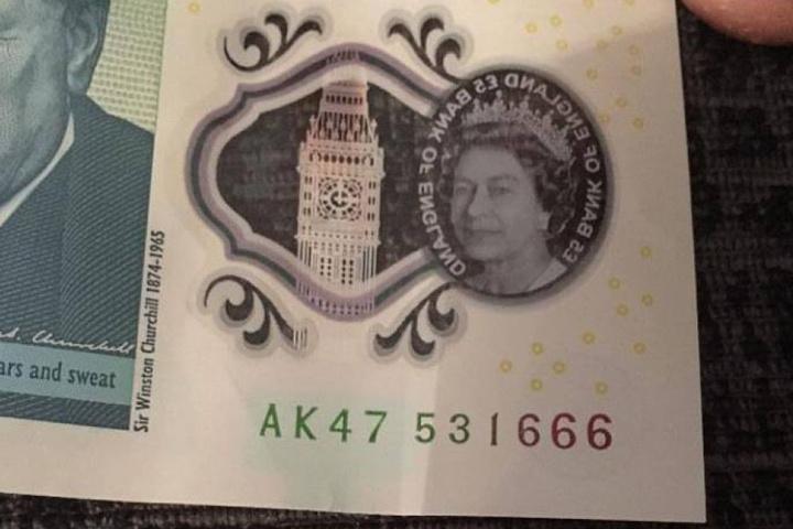 Diese vier Buchstaben, nämlich AK47, machen die Banknote so begehrt.