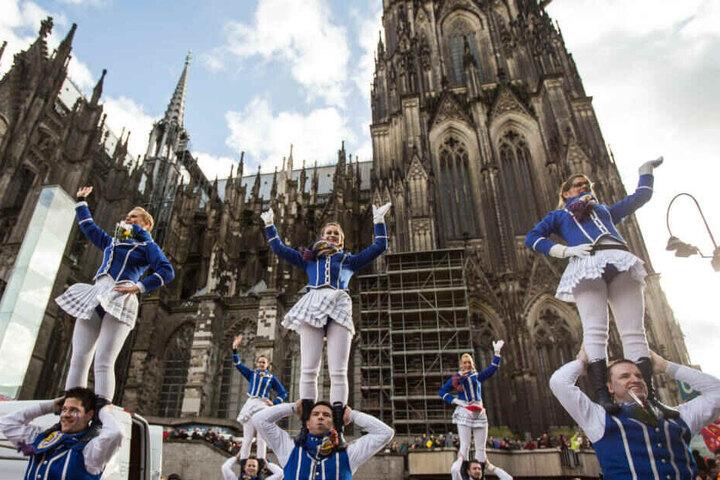 Köln behält für die wichtigsten Tage an Karneval ein Fahrverbot für Lastwagen über 7,5 Tonnen bei.