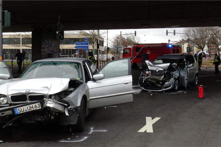 Der 33-Jährige hatte die Kontrolle über sein Auto verloren und war auf die andere Fahrspur geraten.