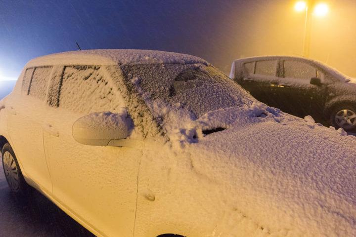 Bis in die Nacht hinein hat es auf dem Fichtelberg geschneit. Insgesamt kamen sechs Zentimeter Neuschnee vom Himmel.