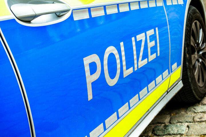 Bei der Hausdurchsuchung fanden die Polizeibeamten die Koffer im Keller des 48-Jährigen (Symbolbild).