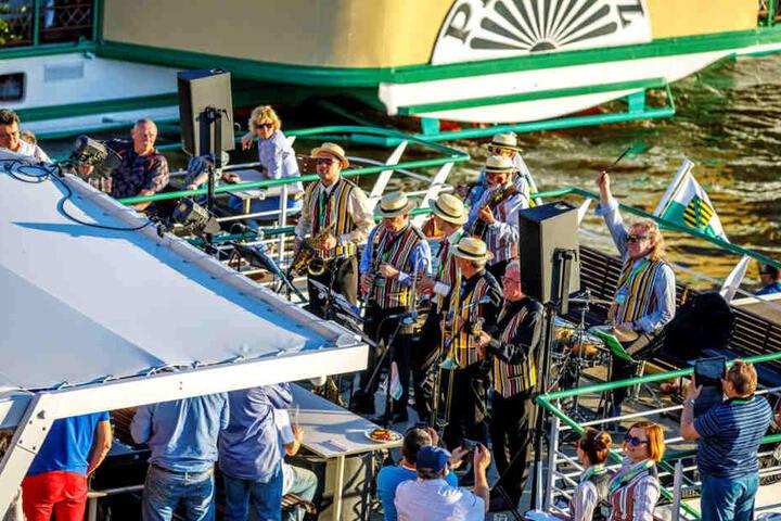 Insgesamt 18 Bands sorgten für Stimmung auf den Decks.