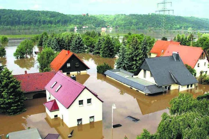 Das tiefer gelegene Brockwitz mit rund 40 Häusern wird bei Elbe-Hochwassern geflutet, wie diese Aufnahme vom Juni 2013 zeigt.