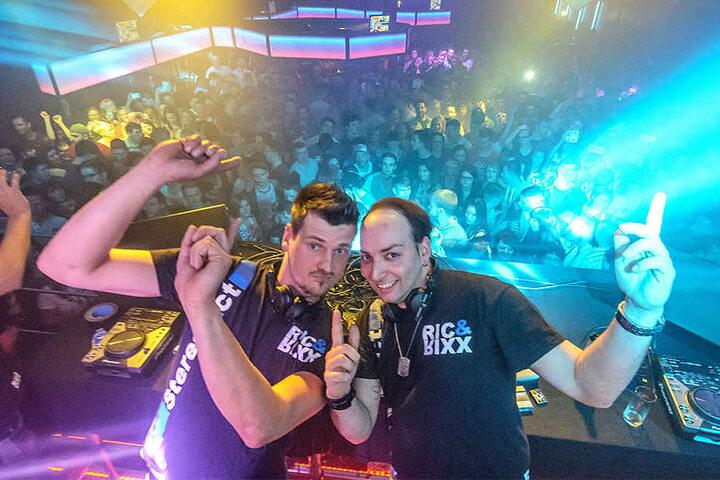 """Partymachen können Stereoact, nun ist das DJ-Duo sogar für die """"Goldene Henne"""" nominiert."""