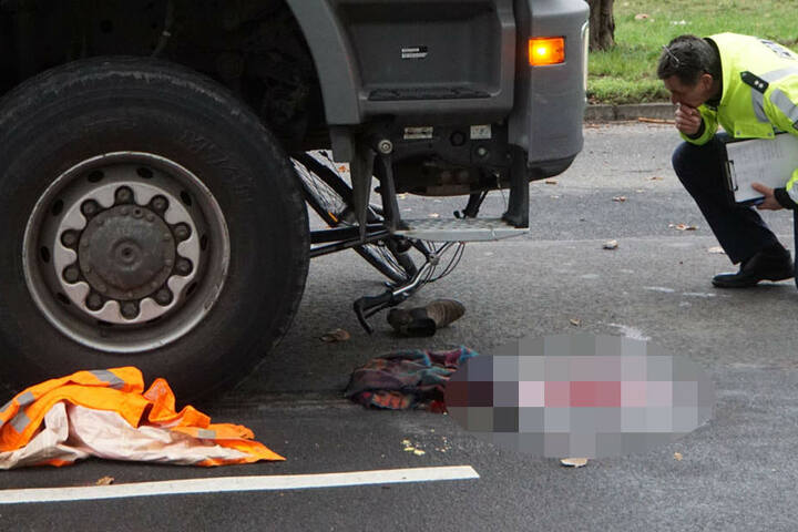 Eine große Blutlache zeugt vom schweren Unfall.