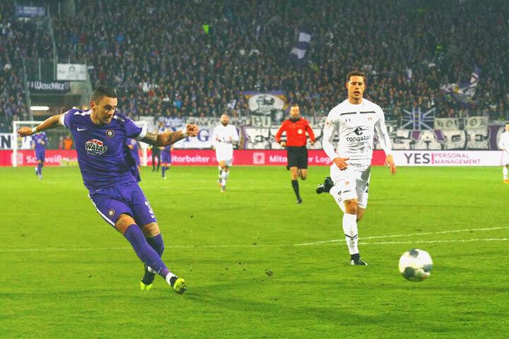Gleich zweimal hatte Pascal Testroet (l.) nach toller Vorarbeit von Florian Krüger die Chance auf 3:0 zu stellen, beide Möglichkeiten aber vergab er. Später aber gelang ihm das Tor zum 3:1.