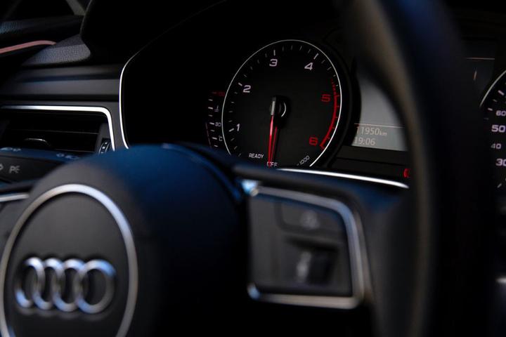 Das Paar klaute offenbar den Audi und fuhr damit auf die Autobahn. (Symbolbild)