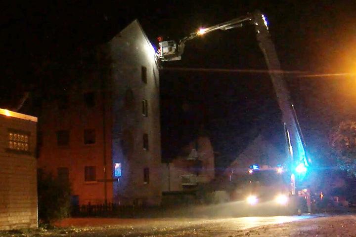 Die Feuerwehr musste in und um Aschaffenburg zahlreiche Dächer sichern.