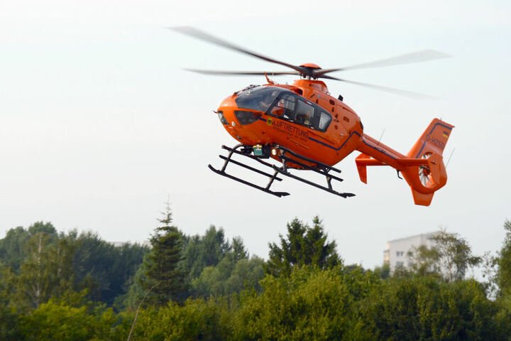 Drei lebensgefährlich Verletzte kamen mit einem Rettungshubschrauber ins Krankenhaus.