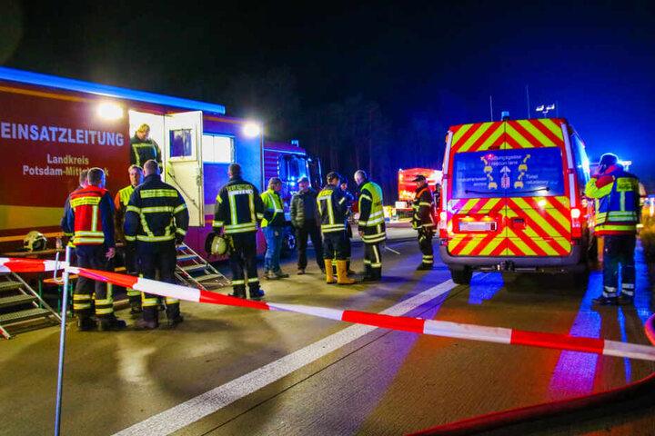 Die Feuerwehr hatte am späten Dienstagabend mit dem Brand eines Gefahrguts-LKW jede Menge zu tun.