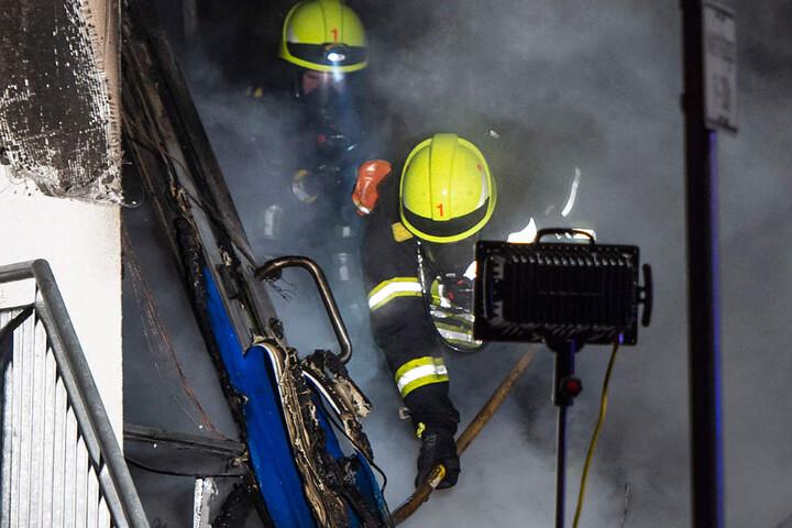 Das Feuer verursachte erhebliche Schäden in dem Zweirad-Geschäft.