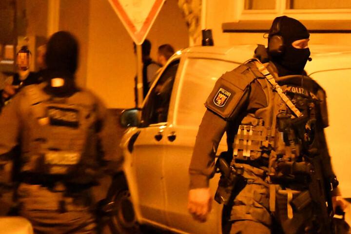 Das Spezialeinsatzkommando der Polizei überwältigte den 44-Jährigen.