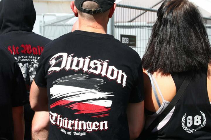 Besucher eines rechtsextremen Rockfestivals.