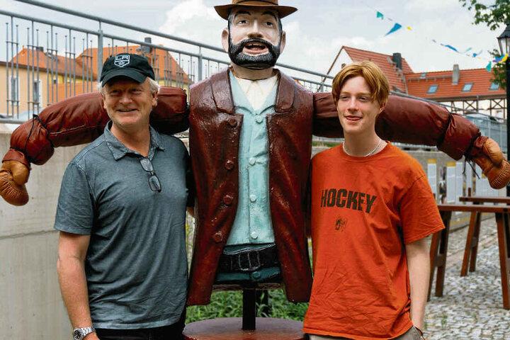 Jess Hill (49) und sein Sohn Will besuchten still und heimlich das Terence-Hill-Museum in Lommatzsch.