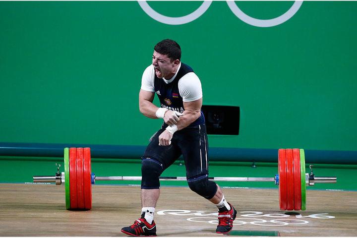 Schwer verletzt musste der Athlet den Wettbewerb aufgeben.