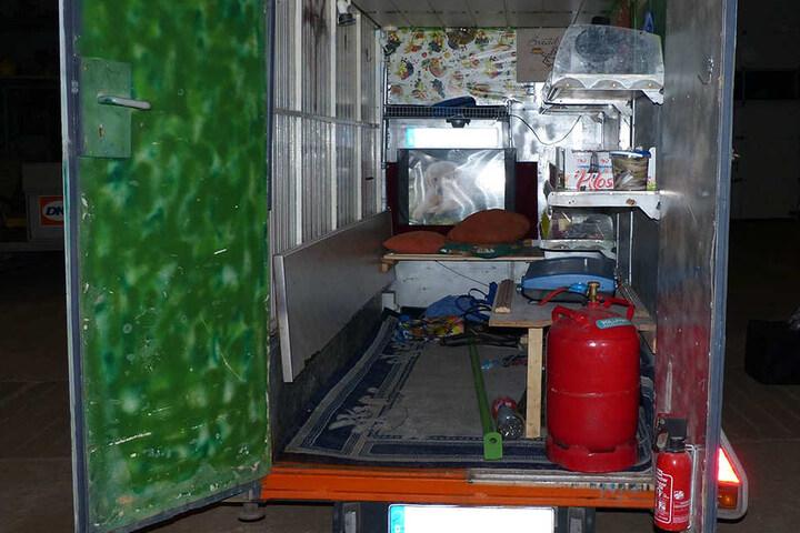 Die Schmuggelwaren war in doppelten Wänden des Anhängers versteckt.