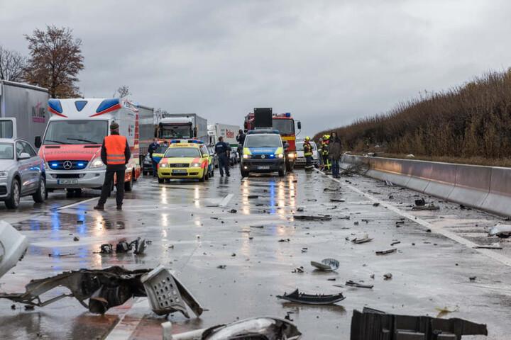 Nach dem Zusammenstoß glich die A4 einem Trümmerfeld.