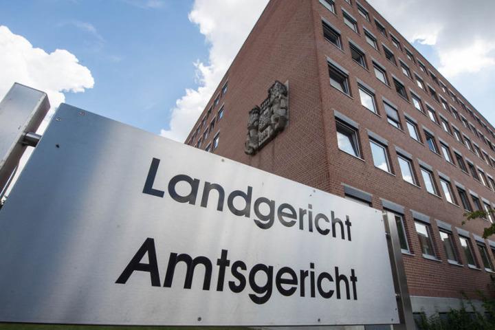 Der 29 Jahre alte Mann aus Niederbayern steht in Landshut vor Gericht. (Archivbild)