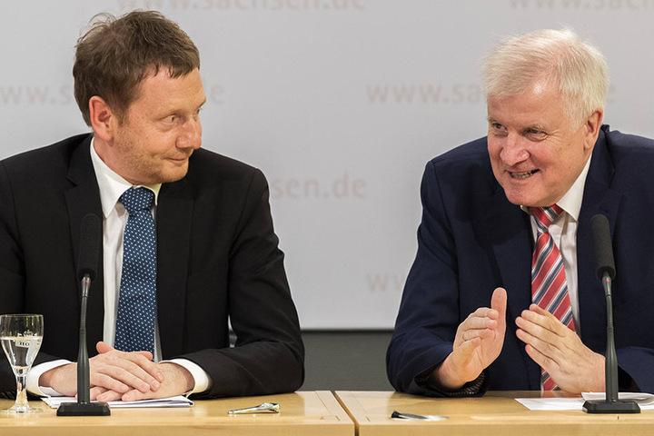 Ministerpräsident Michael Kretschmer (l.) Ende Mai mit Horst Seehofer (r.) in Dresden.