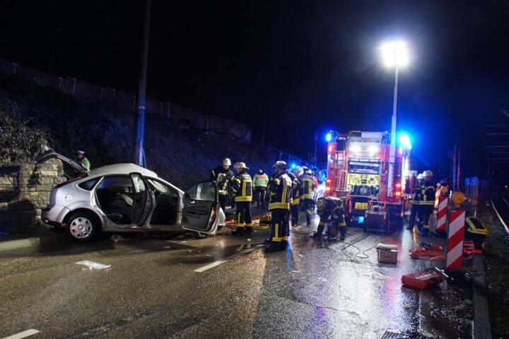 Die Pragstraße blieb zur Unfallaufnahme bis etwa 4.30 Uhr gesperrt.