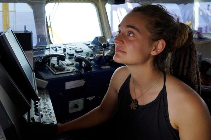 Nach Deutschland will die junge Kapitänin erstmal nicht zurück.