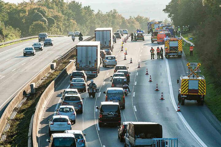 Der Verkehr wurde an der Unfallstelle vorbeigeführt.