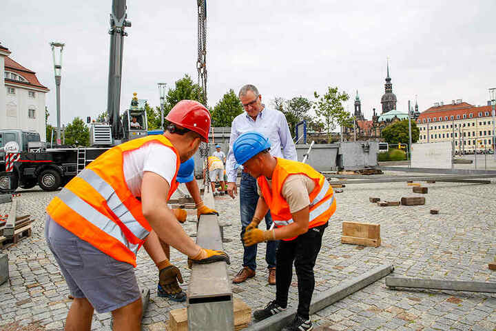 """Der Aufbau für das """"Wheel of Vision"""" hat am Montag auf dem Postplatz angefangen."""