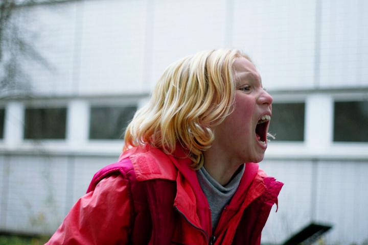 """Bernadette """"Benni"""" Klaaß (Helena Zengel) hat immer wieder heftige und aggressive Ausraster, die sich nicht kontrollieren kann."""