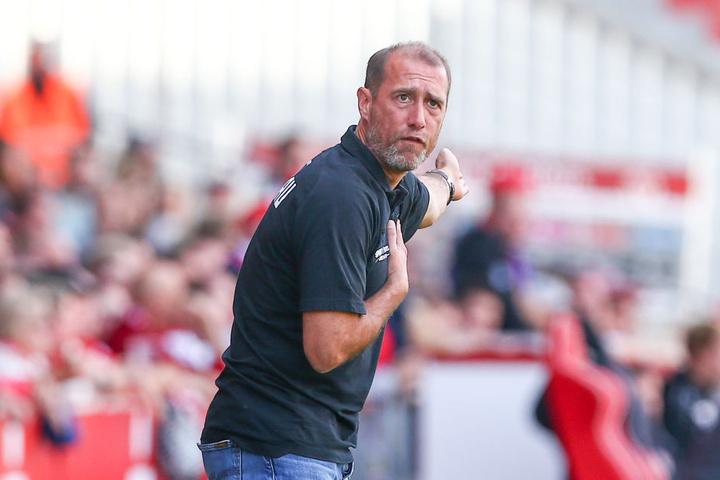 FSV-Coach Joe Enochs zeigt es an: Da geht es nach Neugersdorf und von dort aus im besten Fall in die nächste Pokalrunde.